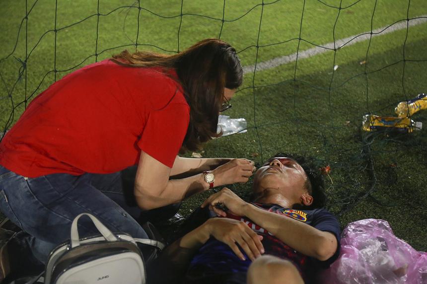 Mặc dù là giải đấu phong trào nhưng các trận đấu diễn ra khá quyết liệt khiến một số cầu thủ phải chịu những pha vào bóng, va chạm trên mức cần thiết. Lượt đấu tiếp theo của giải Wolf Cup sẽ diễn ra vào lúc 18h ngày 19/4 cũng trên sân 230, Tân Bình.