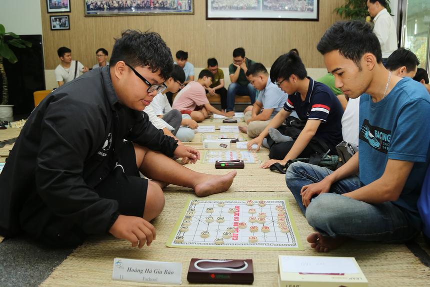 Trưởng Ban tổ chức - anh Lữ Quốc Đạt cho biết, sân chơi có nhiều kỳ thủ trẻ đến từ FPT School và ĐH FPT đã mang đến luồng sinh khí mới cho giải. Nhiều cờ thủ cân tài đã tạo ra những nước cờ xuất sắc và bất phân thắng bại.