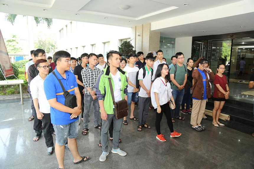 Ngay từ sáng sớm, hàng trăm cờ thủ đã có mặt tại tòa nhà FPT Massda để làm thủ tục trước khi thi đấu. Phần lớn các kỳ thủ đến từ đơn vị FPT Edu, FPT Software và FPT IS.