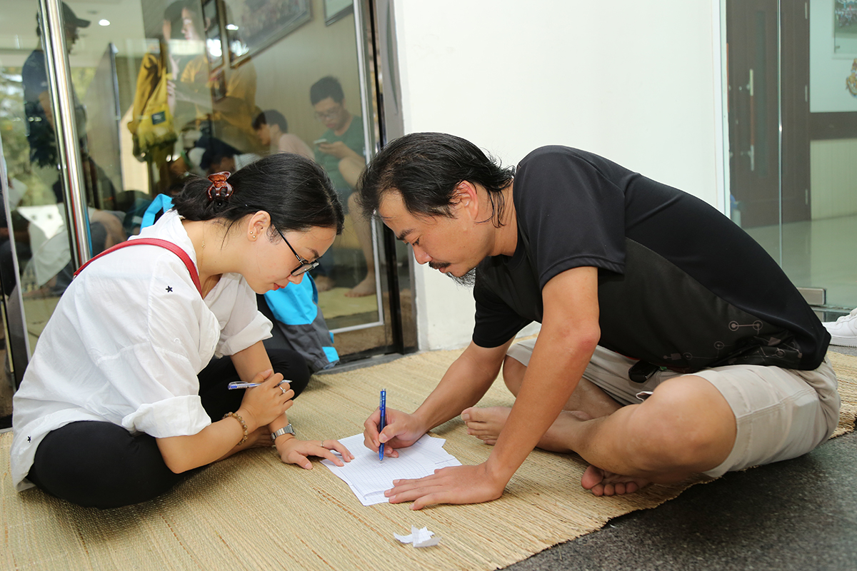 Cờ ca rô là nội dung thu hút nhiều kỳ thủ nữ tham gia nhất. Chị Lê Thị Quỳnh Ngân, FPT Software, tranh tài cùng anh Đặng Hùng Tuấn, FPT DPS.