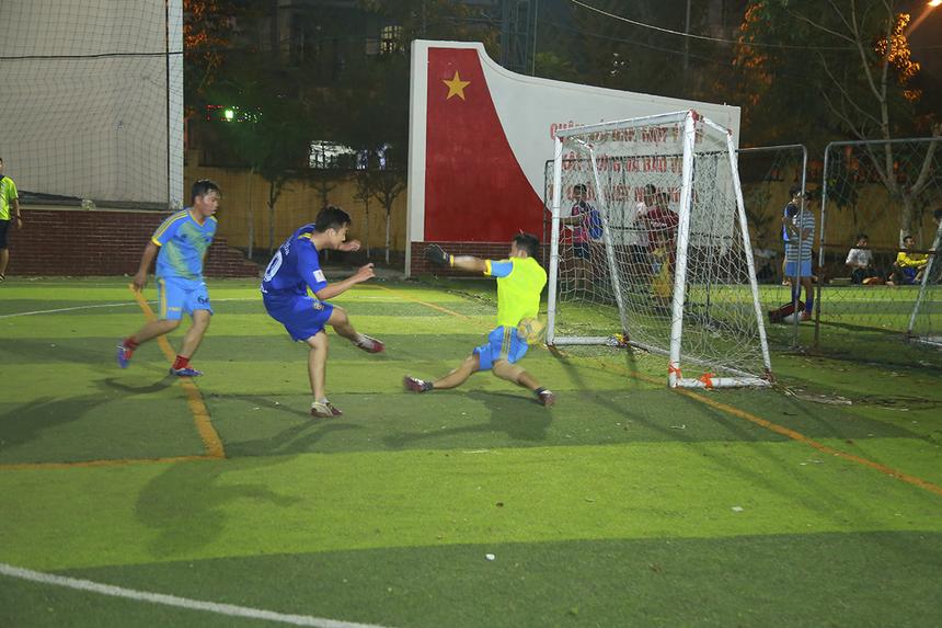 Trận đấu cuối cùng của lượt trận thứ hai vòng bảng Wolf Cup là màn so tài giữa SG10 (áo lam) và Ban dự án (xanh thiên thanh). Đây tiếp tục là trận đấu khá hấp dẫn khi hai đội thi đấu đầy quyết tâm với trình độ tương đương nhau.