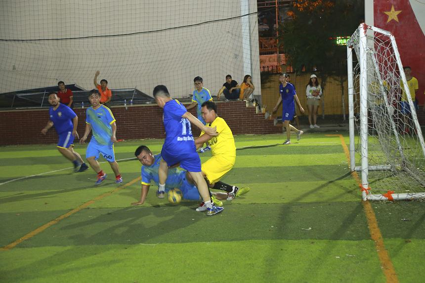 Mặc dù thi đấu tốt hơn, tấn công mạnh hơn, tạo ra cơ hội ghi bàn nhiều hơn nhưng các cầu thủ SG10 lại tỏ ra vô duyên trước khung thành Ban Dự án. Điều này khiến SG10 phải nhận thất bại đáng tiếc 1-3 trước đối thủ.