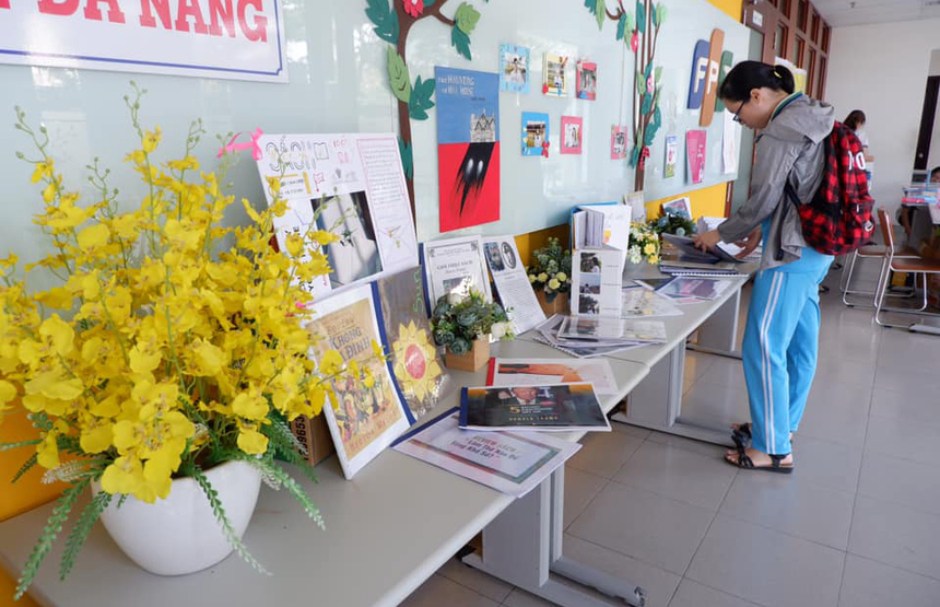 """Ngày hội sách với chủ đề """"Sách ơi mở ra"""" do FPT School Đà Nẵng tổ chức diễn ra vào ngày 20/4 tại tòa nhà Massda, khu công nghiệp An Đồn."""
