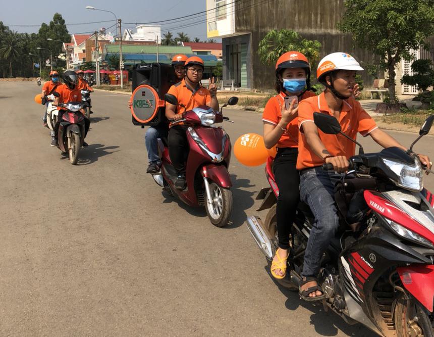 Cùng thời điểm, chi nhánh Bình Định còn triển khai các chương trình bán hàng trên khắp tuyến đường.