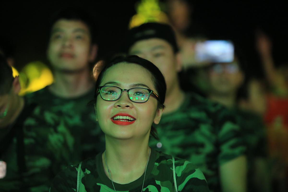 """Sau chặng hành quân 5km bên bờ biển, âm nhạc đã xua đi phần nào mệt mỏi của những """"chiến sĩ một ngày""""."""