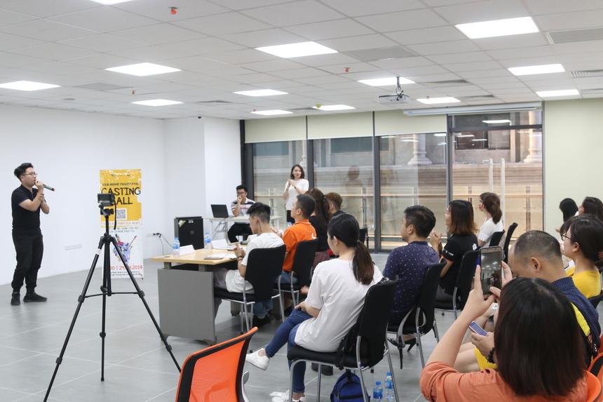 """16h ngày 24/4, buổi casting duy nhất của CLB Nghệ thuật FPT Telecom được tổ chức đồng thời tại Hà Nội và TP HCM. CLB thành lập năm 2017, từ đó trở thành nơi tập hợp của CBNV nhà """"Cáo"""" vào mỗi thứ Tư (Hà Nội) và thứ Năm (TP HCM) hàng tuần."""