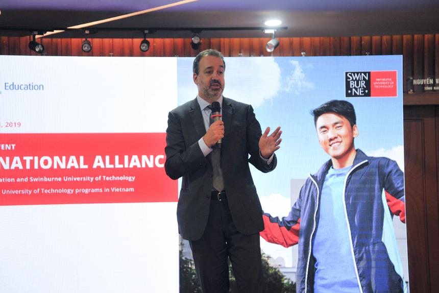 Theo ông Martin Pakula – Bộ trưởng bang Victoria, Australia, chương trình không chỉ là liên kết giữa hai tổ chức giáo dục uy tín mà còn thể hiện quan hệ hợp tác toàn diện giữa Việt Nam và Australia trong đào tạo, phát triển nguồn nhân lực trong bối cảnh chuyển đối số của cuộc cách mạng công nghiệp 4.0 đang diễn ra mạnh mẽ trên toàn thế giới.