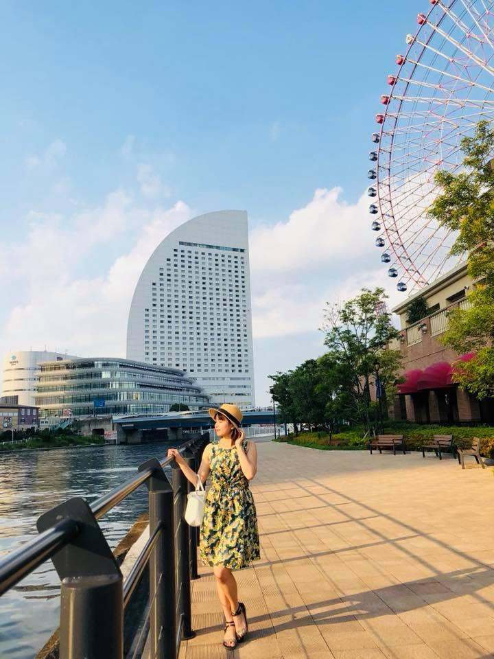 Yokohama là thành phố lớn nhất tỉnh Kanagawa, giáp ranh thủ đô Tokyo. Nơi đây nổi tiếng với những con phố Tây hiện đại bên cạnh phố Hoa kiều náo nhiệt và những hoạt động thể thao độc đáo,... Từ ga chính của nội thành Tokyo, mất 30-40 phút là đến Yokohama một cách dễ dàng.
