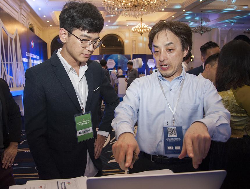 Bên cạnh các phần thảo luận, khách tham dự hội thảo cũng được trải nghiệm những sản phẩm mới nhất do FPT phát triển để phục vụ công cuộc chuyển đổi số cho các doanh nghiệp như: FPT.AI; Akaminds; Akachance; Cyradar...
