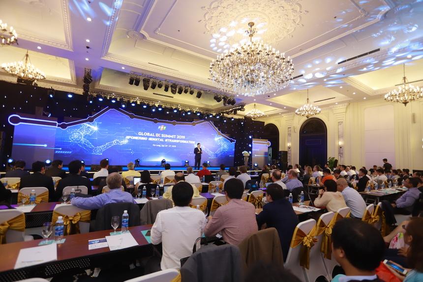 Global DX Summit do FPT tổ chức diễn ra trong ba ngày, từ 25-27/4 gồm các bài trình bày, thảo luận và tương tác về nhiều chủ đề, từ thách thức chuyển đổi số đến sự sẵn sàng của các tổ chức, doanh nghiệp.
