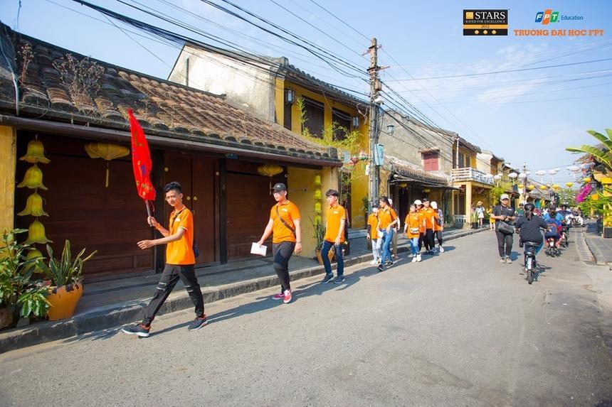 Sáng 29/4, các thành viên được hoạt động tự do theo đội, cùng nhau tham quan, tìm hiểu Hội An và chụp hình.