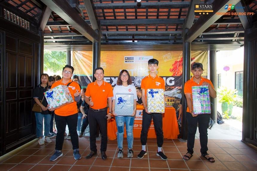 Ban tổ chức còn dành tặng những phần quà cho các đội chơi đạt thành tích xuất sắc.