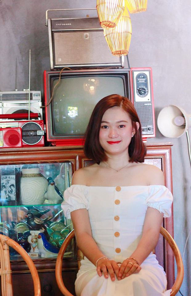 """Với cô gái 9x, giải thưởng """"Bông hậu FTEL"""" là kỷ niệm không bao giờ quên khi làm việc tại FPT Telecom. Hình ảnh bông hậu Đinh Huỳnh Bảo Lộc nhận được hơn 700 lượt thích, 520 lượt bình luận và 37 lượt chia sẻ từ cộng đồng CBNV FPT Telecom."""