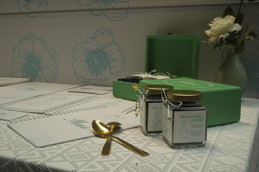 Có đam mê với trà, đặc biệt là các loại trà của phương Tây, hai bạn Kim Ngân và Thoại Trâm đã đưa ra đề tài về nhận diện thương hiệu cho các sản phẩm trà.