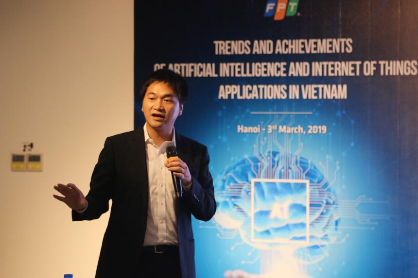 """TS. Nguyễn Kiên, ĐH Chiba, Nhật Bản đang nghiên cứu AI cho công nghệ mạng chia sẻ: """"Nếu tôi có những chuyên gia để làm về AI cho kết nối mạng thì có thể gặt hái được những dự án quan trọng trong lĩnh vực này"""". Tại nơi công tác của mình là trường ĐH Chiba, TS. Nguyễn Kiên thường làm những dự án thử nghiệm cho sinh viên thực hành và ông Kiên rất sẵn sàng cùng các sinh viên của mình giải những bài toán về AI mà các doanh nghiệp như FPT đặt ra. TS Kiên nhấn mạnh thêm rằng hiện nay là cơ hội tốt để có một nguồn nhân lực tốt về AI vì hiện tại ai cũng nói về AI, cái cần ở đây là kỹ sư AI, và cần phải được đào tạo bài bản, nghiêm túc."""