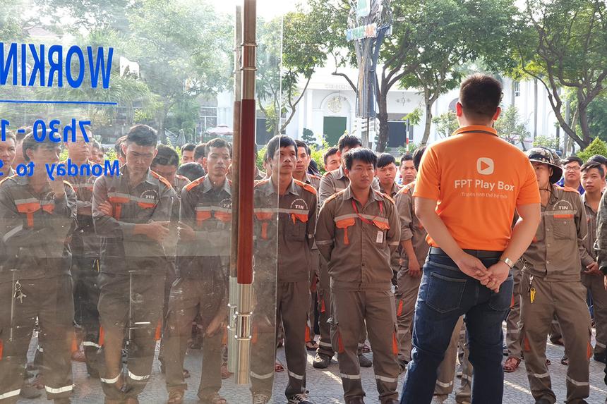 Sáng nay (6/5), FPT Telecom Đà Nẵng đã tổ chức trao huy hiệu với sự tham gia của lãnh đạo và 104 cá nhân tại văn phòng đường 2/9 (khối kỹ thuật) và đường Ngô Quyền (khối văn phòng và kinh doanh).
