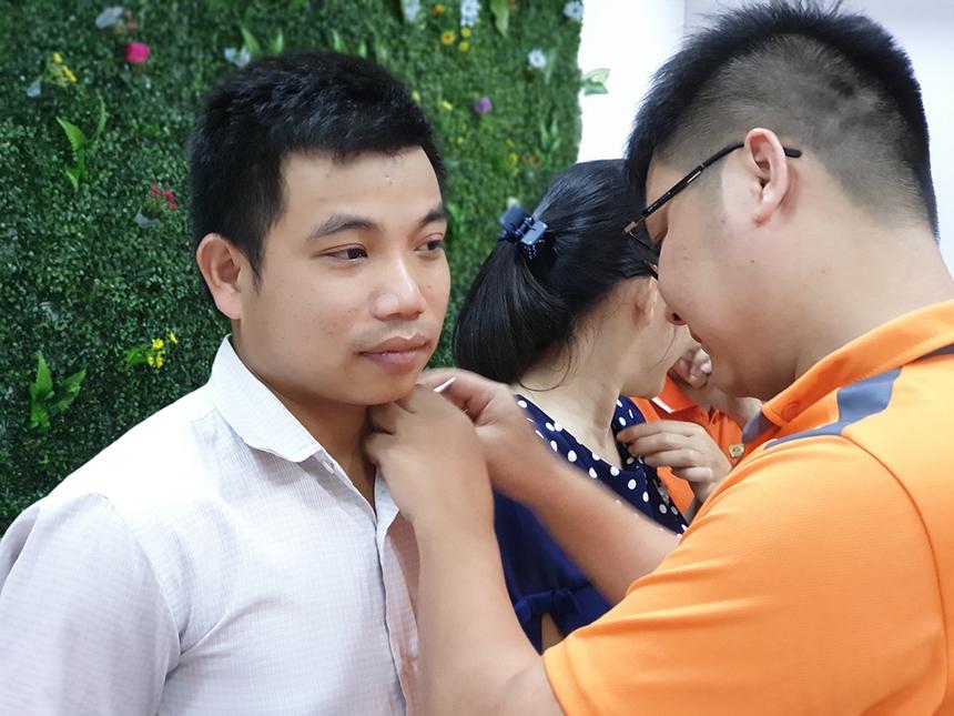 Gia nhập FPT Telecom Đà Nẵng vào tháng 4/2016, nhân viên Ngô Tất Hùng, khối Dịch vụ khách hàng, trải qua nhiều thời điểm khó khăn nhưng vẫn không ngừng học hỏi để đáp ứng yêu cầu từ công việc. Anh gắn bó lâu năm vì yêu văn hóa và con người FPT Telecom.