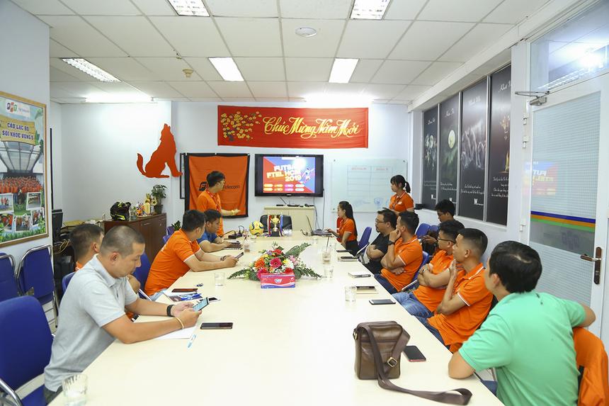 Chiều ngày 7/5, đại diện các đội bóng tham dự giải Futsal FPT Telecom HCM đã góp mặt để thảo luận và thống nhất những vấn đề cuối cùng về điều lệ, thể thức, giải thưởng của giải bóng đá lớn nhất FPT Telecom HCM.