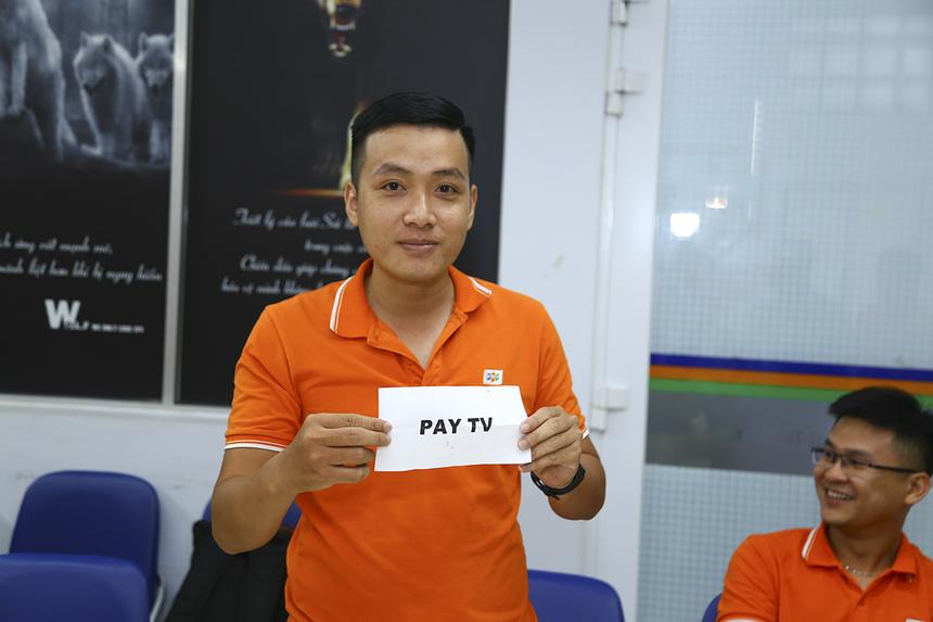 Anh Trần Phú Hòa, đại diện Liên quân CUS-CS bốc thăm bảng đấu. Bảng A gồm các đội: PNC, Liên quân CUS-CS, INF và SGX. Bảng B sẽ có sự góp mặt của các đội Pay TV, SGX, Liên quân HO Tân Thuận và FTI.