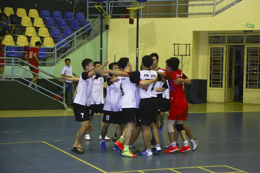 Trận đấu khép lại với chiến thắng 2-0 đầy bất ngờ cho ENT. Theo các thành viên của đội bóng cho biết đây là chiến thắng đầu tiên của đội trước đối thủ SRV trong gần 20 năm qua.