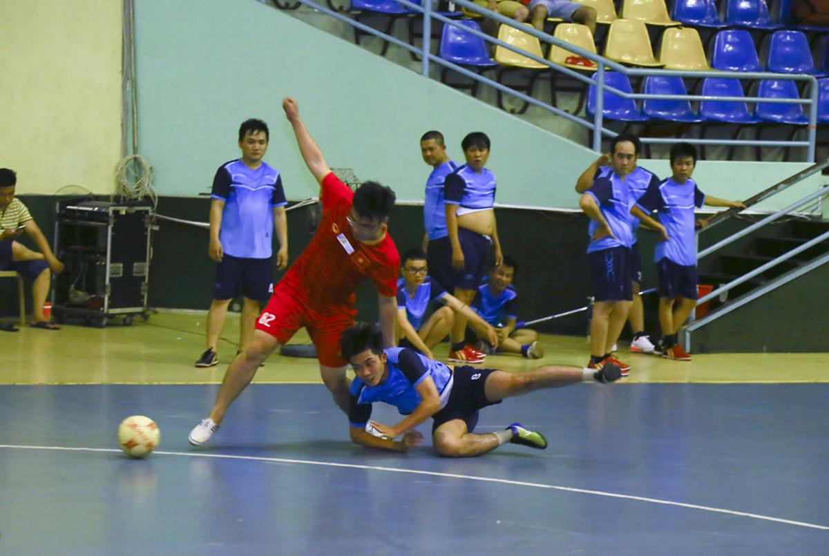Hiệp 2 tiếp tục diễn ra thế trận 1 chiều dù ERP đã tung nhiều cầu thủ dự bị vào sân. Đội bóng áo đỏ tiếp tục có thêm hai bàn thắng nữa để khép lại trận đấu với tỷ số đậm đà 8-0, qua đó gần như đã chạm tay vào tấm vé tham dự vòng bán kết của giải.