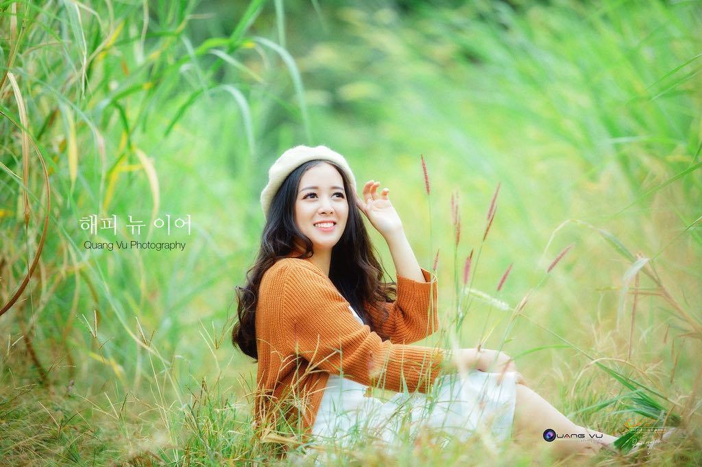"""Cô gái sinh năm 1992 gia nhập FPT Telecom vào năm 2015. Hồng Hạnh cảm nhận được môi trường năng động và thân thiện, đặc biệt không ngừng làm mới bản thân để hòa nhập cùng đồng nghiệp. """"Tôi thấy mình trưởng thành hơn khi làm việc tại FPT. Bản thân tự hào về điều đó"""", nữ nhân viên nói."""