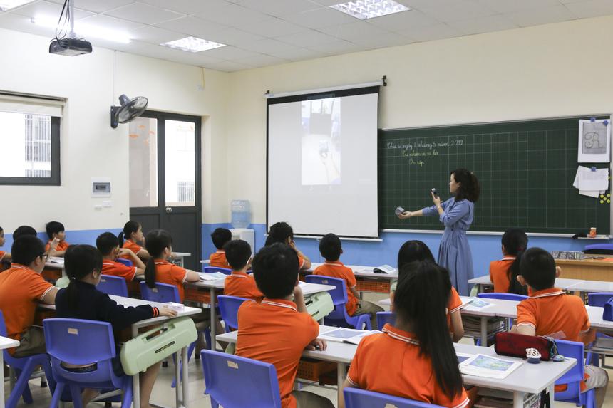 Ngày 8/5, trường Tiểu học và THCS FPT Cầu Giấy đã tiến hành tiết học đặc biệt với sự trợ giúp của công nghệ thực tế ảo (VR-Virtual Reality). Giờ học được dẫn dắt bởi cô giáo Hoàng Thị Ngọc Lan, giáo viên chủ nhiệm lớp 3A2.