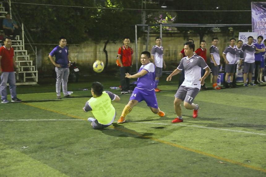 Ngoài 2 trận tranh hạng Ba và Chung kết giải đấu, BTC còn tổ chức trận đấu giao hữu giữa lãnh đạo PNC và Ban quản lý vùng 5. Với lực lượng đồng đều hơn nên các cầu thủ Phương Nam thi đấu lấn lướt và tạo được nhiều cơ hội nguy hiểm.