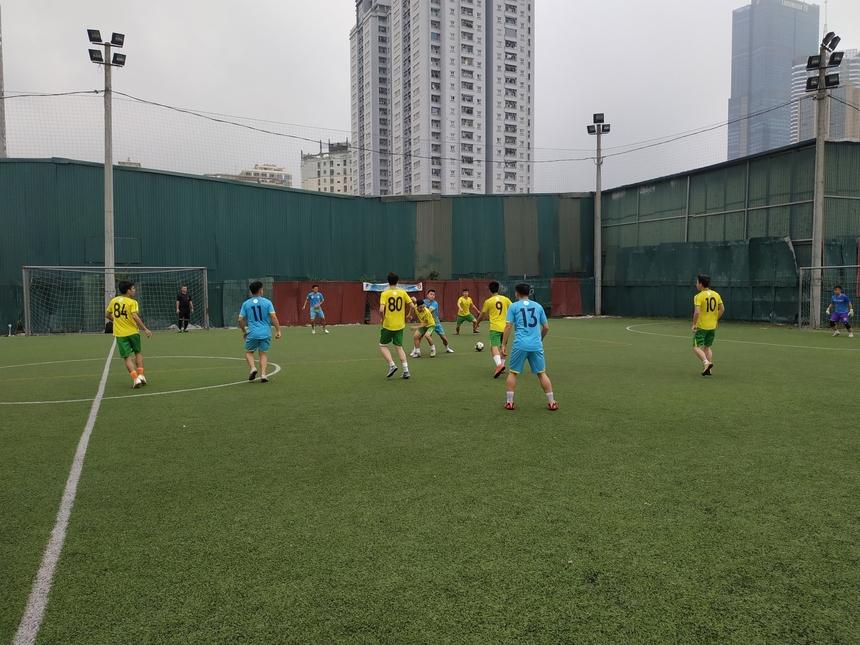 8h30, ngày 12/5, tiếng còi khai cuộc vòng tứ kếtFPT Champion League 2019 vang lên tại sân Đông Đô 2 (Hà Nội) - sân bóng có nhiều duyên nợ với các cầu thủ của FPT khi phần lớn giải đấu được tổ chức tại đây.