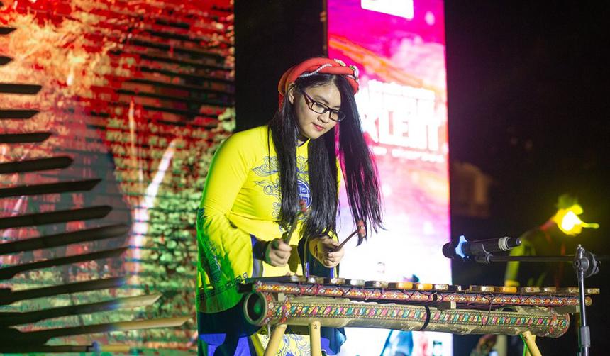 Tại đêm chung kết, thí sinh thể hiện tài năng dưới nhiều hình thức khác nhau. Bên cạnh ca hát, thí sinh Đinh Thị Thu Na mang đến một màn trình diễn cực kỳ độc đáo, đậm bản sắc dân tộc với đàn đá và đàn T'rưng.