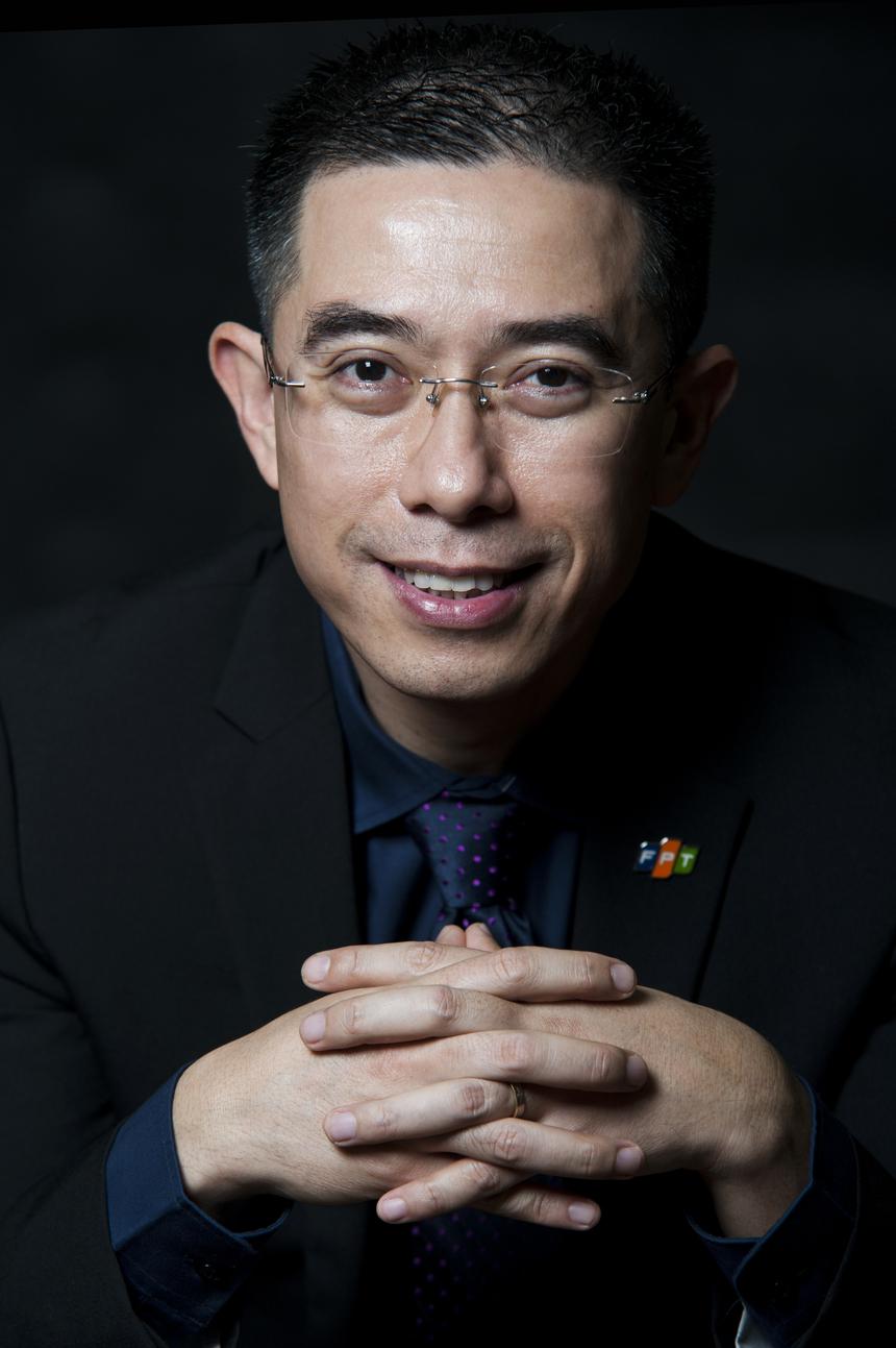 """Đại sứ FPT HO - Hoàng Việt Anh Gia nhập FPT từ năm 1993, anh Hoàng Việt Anh từng đảm nhiệm từng đảm nhiệm nhiều vị trí quan trọng tại FPT Software như TGĐ, PTGĐ điều hành, Giám đốc FPT châu Á - Thái Bình Dương. Anh được bổ nhiệm vị trí Phó TGĐ FPT và TGĐ FPT Telecom vào tháng 3/2018. Anh chịu trách nhiệm về công nghệ và chuyển đổi số của FPT. Hoàng Việt Anh được đánh giá là thế hệ """"cao thủ đời thứ hai"""" của ngành phần mềm FPT. Anh là Trạng nguyên FPT đầu tiên năm 1998. Ngoài chuyên môn, anh yêu thích văn nghệ, thích thể thao và biết làm thơ."""