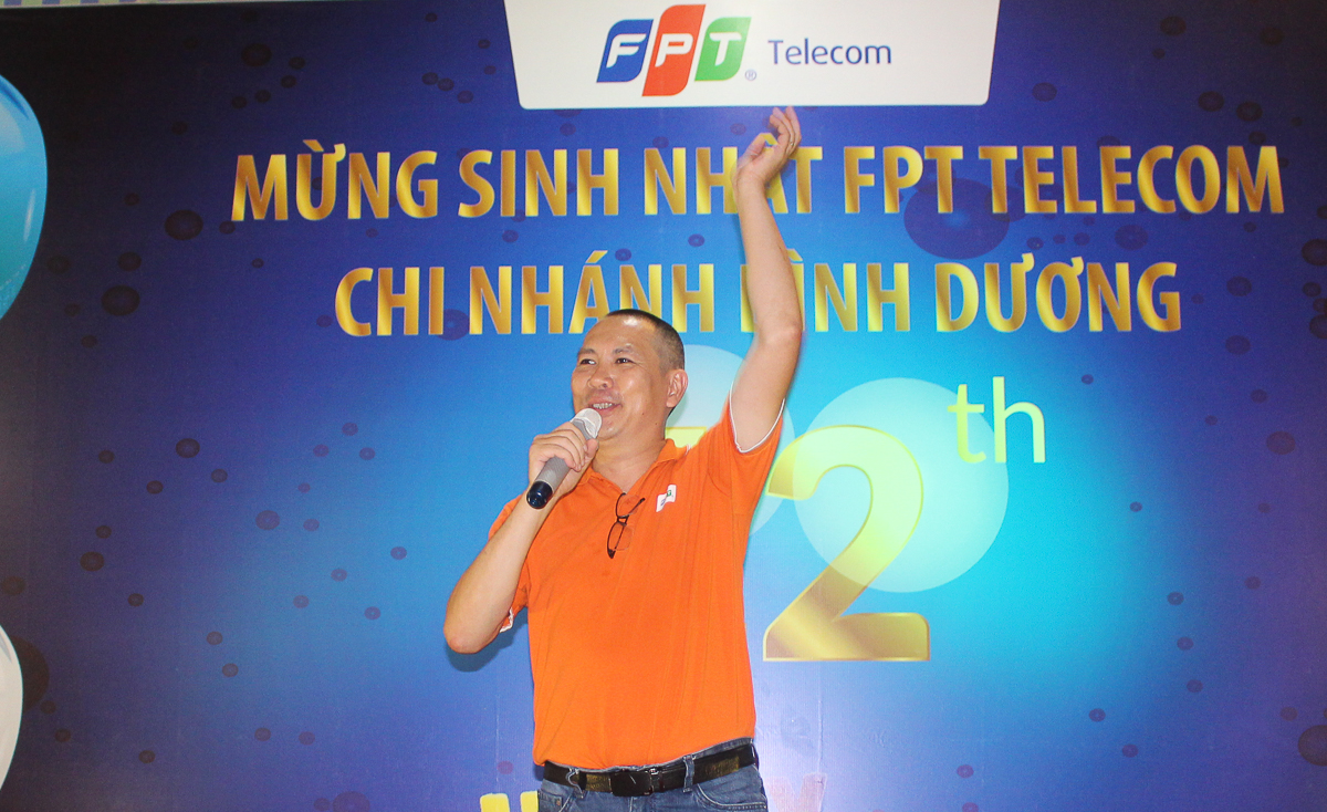 AnhPhạm Hoàng Long - Giám đốc FPT Telecom Bình Dươngcảm ơn toản thể anh em chi nhánh đã đóng góp tích cực trong thời gian qua để chi nhánh Bình Dương trở thành chi nhánh có phát triển thuê bao, doanh thu cũng như lợi nhuận đứng đầu các chi nhánh tỉnh trên toàn quốc.