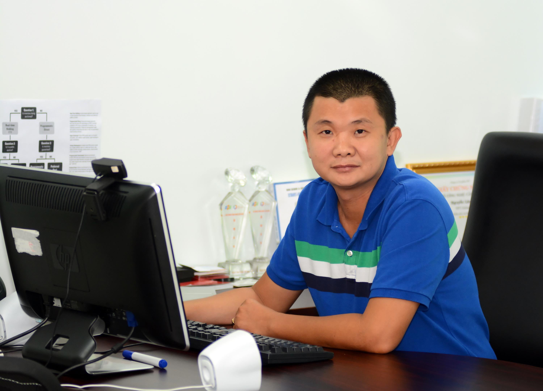 GĐ Công nghệ FPT Online Nguyễn Lộc Vũ Anh Nguyễn Lộc Vũ hiện là Giám đốc Công nghệ FPT Online, đồng thời là thành viên của Hội đồng Công nghệ FPT. Anh là chuyên gia trong lĩnh hạ tầng công nghệ với nhiều năm kinh nghiệm. Anh từng góp mặt trong nhiều dự án quan trọng của FPT với vai trò là quản trị dự án, quản lý và phát triển hạ tầng tại FPT như FPT ID, Banbe SNS, Nhacso, VnExpress Platform, Editor Platform, E- Click. Trong quá trình công tác, anh Vũ đã đạt được giải thưởng cao quý top 100 các nhân xuất sắc FPT năm 2013.