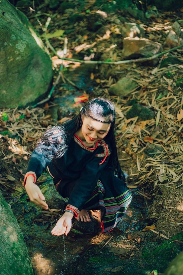 Sinh ra và lớn lên ở Đăk Lăk, Hương Giang luôn mang lại cho người đối diện một hình ảnh tươi trẻ và tràn đầy sức sống.