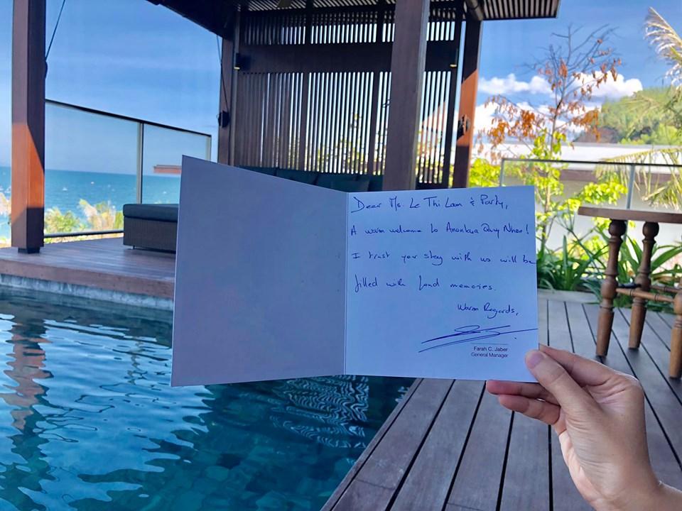 Nơi đoàn nghỉ lại là khu nghỉ dưỡng 5 sao Anantara Quy Nhơn Villas với dịch vụ cao cấp và cơ sở vật chất hiện đại, sang trọng. Các cá nhân xuất sắc nhà Phần mềm còn được khách sạn chào đón nồng nhiệt với tấm thiệp nhỏ có lời chào được chủ khách sạn viết tay.
