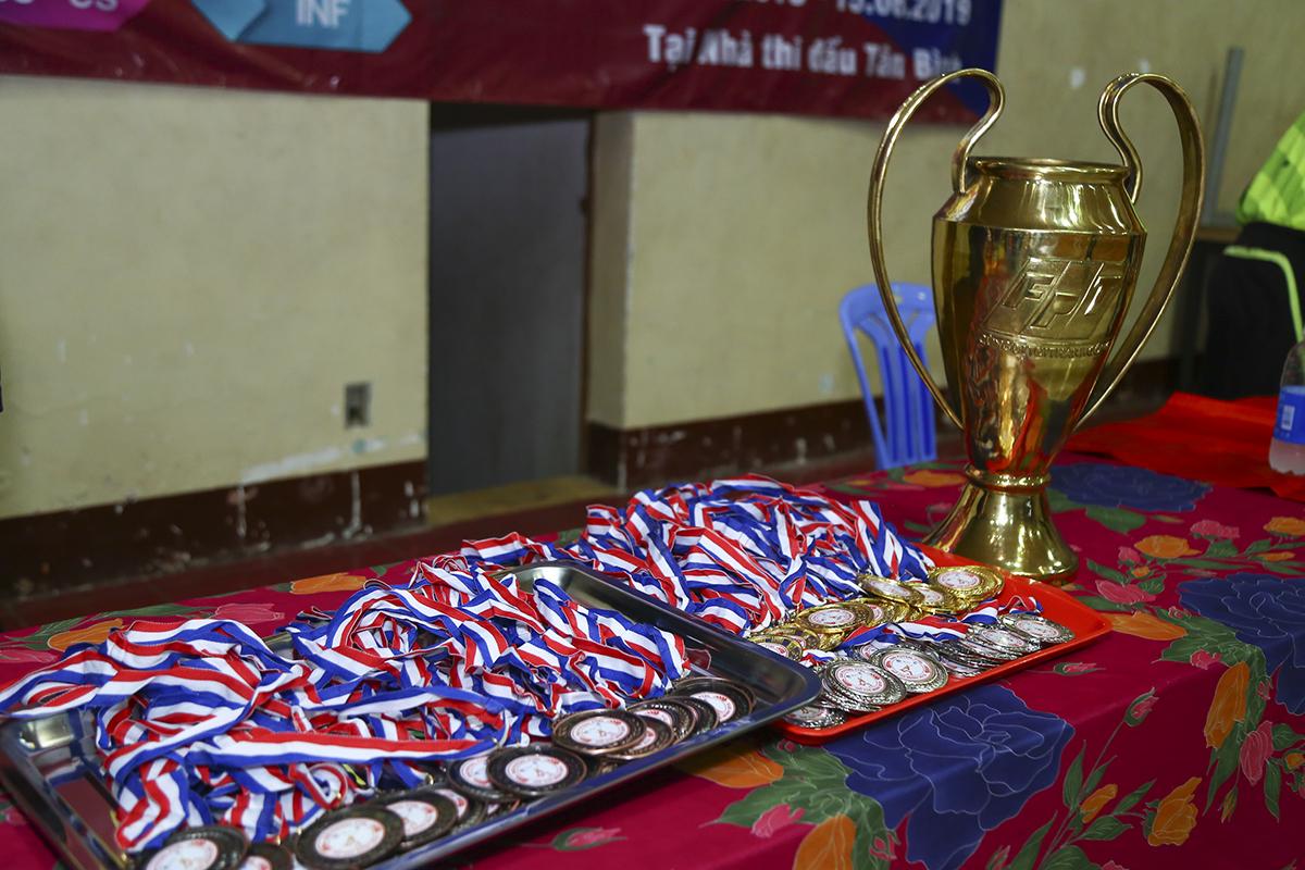 Kể từ năm nay, BTC sẽ tiến hành trao cúp luân phiên cho đội vô địch. Đây cũng là chiếc cúp được đúc mới và lần đầu xuất hiện ở giải bóng đá lớn nhất nhà Cáo phía Nam. Giải đấu đã bị gián đoạn 1 năm và đây là lần trở lại sau mùa giải 2017 với chức vô địch thuộc về Pay TV.