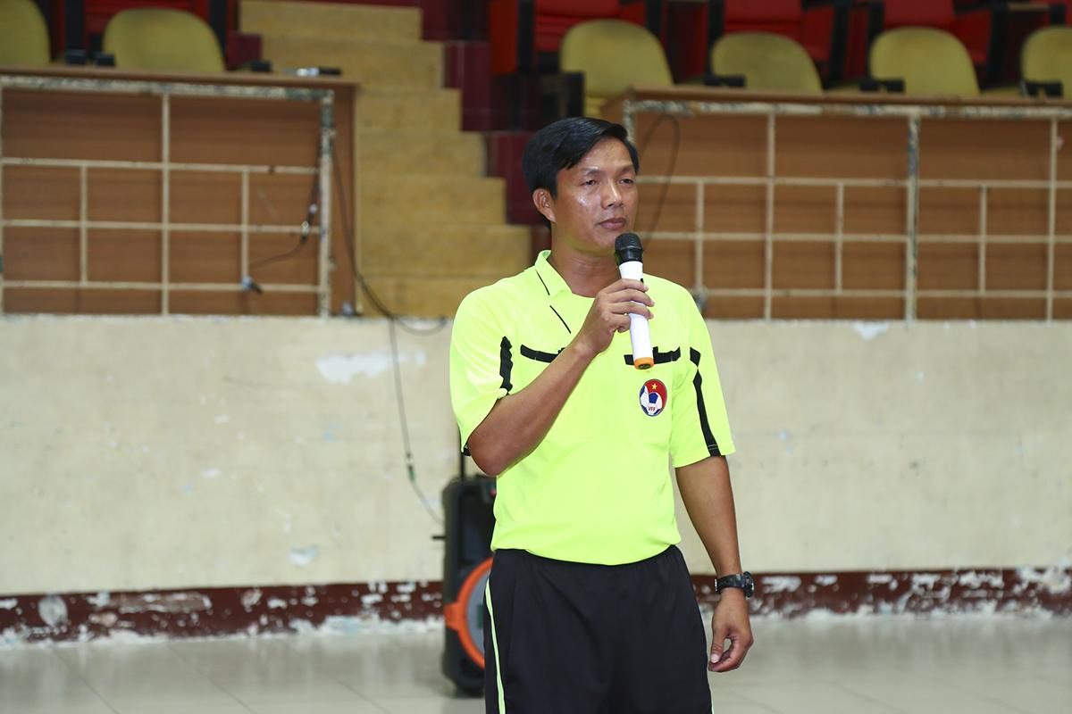 Anh Phạm Thanh Sĩ - Trọng tài chính điều hành giải đấu thay mặt tổ trọng tài đến từ Liên đoàn trọng tài TP HCM phát biểu thể hiện sự công tâm trong quá trình điều hành giải.
