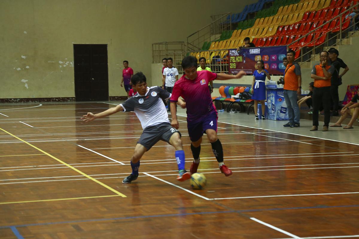 Phút thứ 17, tỷ số được mở cho PayTV bằng bàn thắng do công của cầu thủ Nguyễn Khắc Huy. Và đây cũng là tỷ số tạm thời sau khi hiệp 1 khép lại.