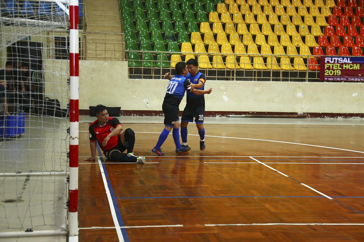FTI với lực lượng đồng đều nhanh chóng thể hiện sự vượt trội của mình bằng bàn mở tỷ số ở phút thứ 5 của trận đấu do công của cầu thủ số 20 Hoàng Mạnh Thắng.