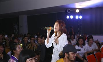 Ca sĩ Han Sara khuấy động Ngày hội văn hóa Hàn Quốc ở ĐH FPT