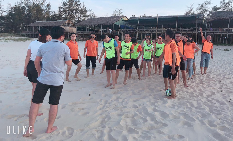 Ngày 18/5, hơn 40 CBNV FPT Telecom Quảng Trị đã tổ chức chương trình teambuilding tại biển Gio Hải. Hoạt động nhằm chào mừng sinh nhật lần thứ 7 của chi nhánh.
