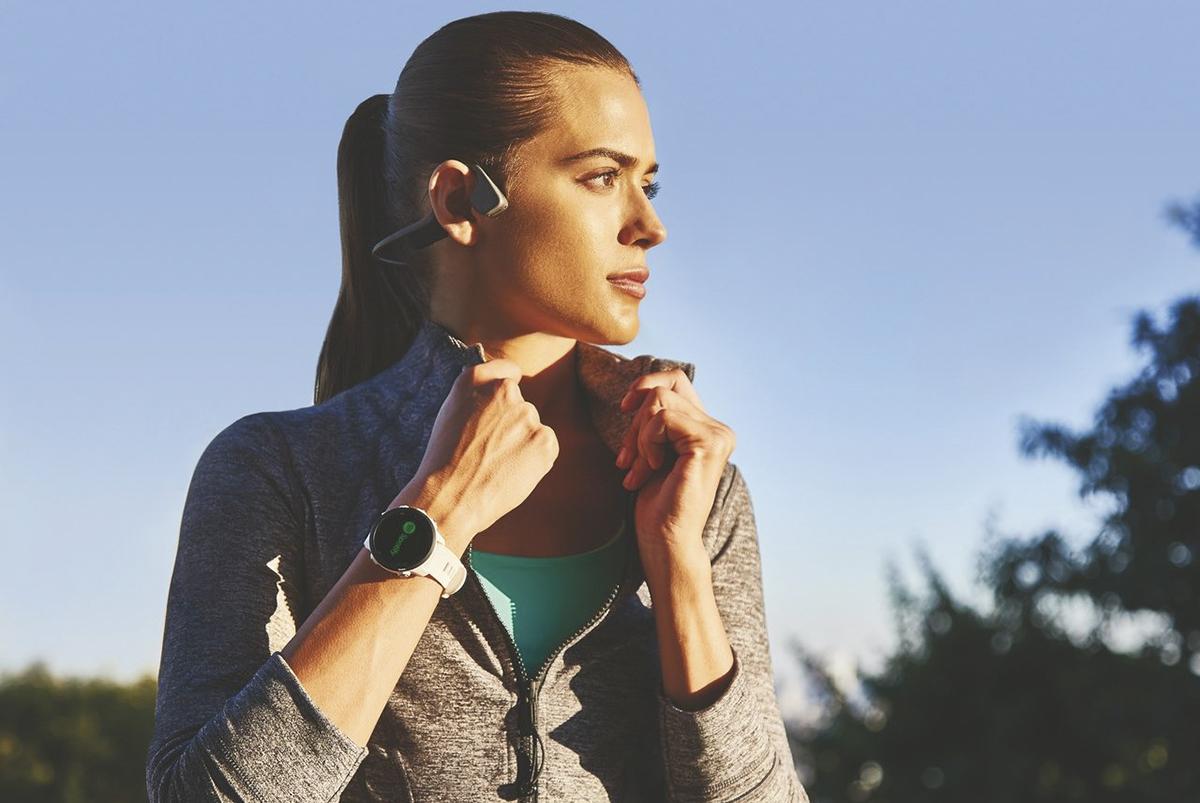 Đây là dòng đồng hồ thông minh được thiết kế có tích hợp GPS, theo dõi hoạt động cả ngày, thông báo thông minh, đo nhịp tim trên cổ tay cùng các tính năng theo dõi, hỗ trợ tập luyện an toàn mới với khả năng chia sẻ vị trí thời gian thực của người dùng khi trong trường hợp khẩn cấp - đã được cài đặt trước trong trường hợp người dùng gặp sự cố cần hỗ trợ. Được thiết kế dành riêng cho người chạy bộ, Forerunner 245 và Forerunner 245 Music giúp người dùng theo dõi toàn bộ quá trình chạy và phân tích các chỉ số chạy chuyên sâu, lịch sử vận động, những mục tiêu đã cài đặt và nhiều tính năng khác.