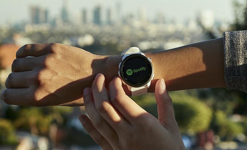 Forerunner 245 và Forerunner 245 Music mới có thời lượng pin vượt trội - thời lượng pin lên tới 7 ngày ở chế độ smartwatch, lên đến 24 giờ ở chế độ GPS không nhạc và lên đến 6 giờ ở chế độ GPS với âm nhạc. Ông Engelhard (Al) Sundoro, Giám đốc điều hành Garmin Đông Nam Á và Ấn Độ, cho biết: Cùng là những người có sở thích chạy bộ, chúng tôi hiểu rõ nhu cầu và mong muốn đào tạo cá nhân hàng ngày cho từng đối tượng khác nhau. Từ đó, chúng tôi nỗ lực thiết kế và mong muốn mang đến những trải nghiệm khác dựa trên những tính năng mới được tích hợp.