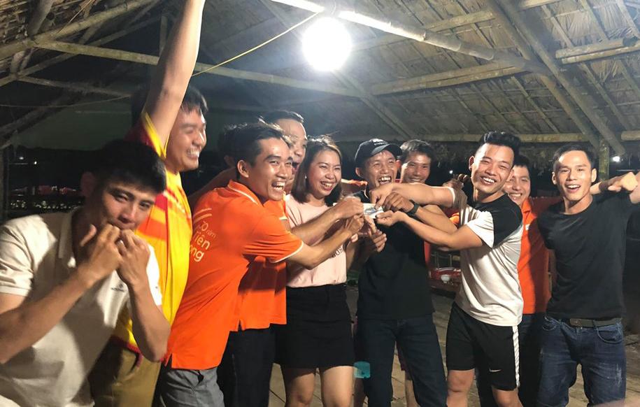 Kết thúc chương trình teambuilding, chi nhánh tiến hành tổng kết và trao thưởng cho đội xuất sắc nhất.