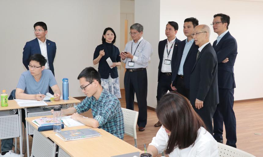 Ngày 20/5,Phó Chủ tịch FPT Bùi Quang Ngọc và CEO FPT Nguyễn Văn Khoa cùng lãnh đạo FPT Software đã khánh thành trường Nhật ngữ nhà F tại Nhật Bản.