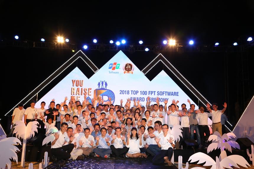 Sau lễ tôn vinh, ngày 18/5, đoàn sẽ được tham gia khóa học xây dựng thương hiệu cá nhân và ảnh hưởng của người lãnh đạo, với nhiều giảng viên uy tín, nổi tiếng. Sáng 19/5, đoàn tham quan du lịch tại khu du lịch Ghềnh Ráng - Tiên Sa. 14h cùng ngày, đoàn trở về Hà Nội, Đà Nẵng và TP HCM, kết thúc hành trình. Ra đời năm 2017, Top 100 FPT Software là chương trình tôn vinh 100 cá nhân có đóng góp xuất sắc nhất trong hoạt động của công ty, ở nhiều vị trí, bộ phận: sản xuất kinh doanh, khối văn phòng trong và ngoài nước. Với số lượng hàng ngàn CBNV, để góp mặt trong top dẫn đầu về thành tích, các cá nhân đã nỗ lực vượt bậc với tất cả đam mê và nhiệt huyết, cống hiến hết mình cho sứ mệnh chung của công ty.