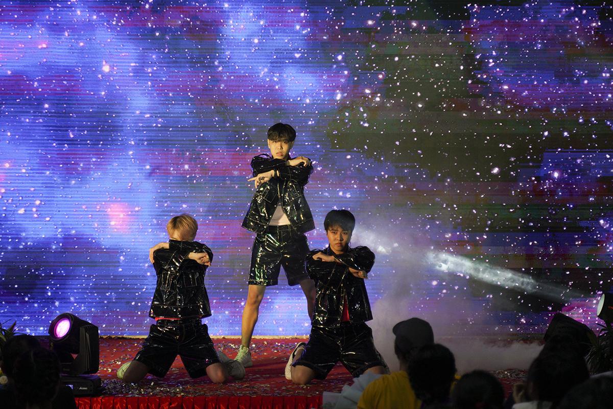 Thí sinh của cuộc thi do ĐH FPT Cần Thơ tổ chức dù chỉ ở độ tuổi 16-18 nhưng các em đã có sự đầu tư rất kỹ lưỡng về vũ đạo lẫn trang phục và phong cách biểu diễn. Các tiết mục đều tạo được ấn tượng mạnh với khán giả.