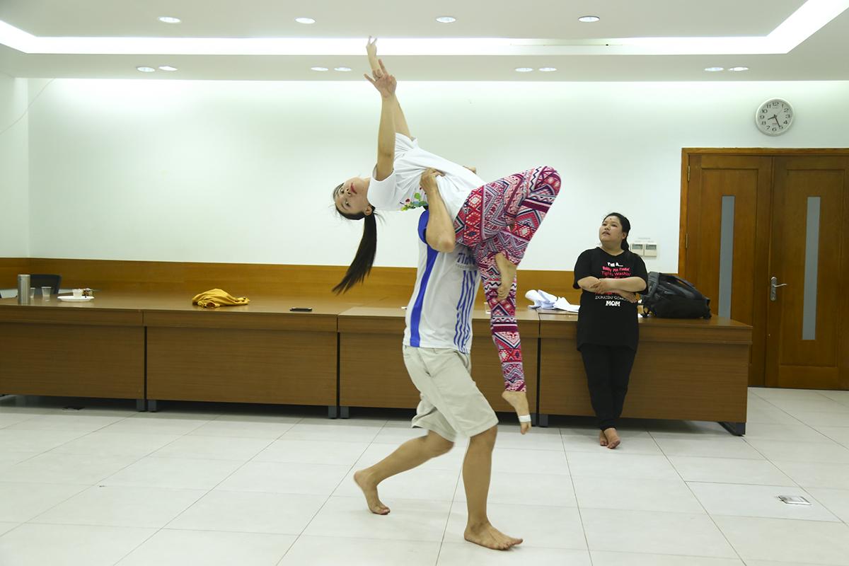 Mộ trong những khó khăn của FPT Telecom là sự vắng mặt đáng tiếc của chị Thùy Linh - Chủ nhiệm CLB Văn hóa - Nghệ thuật nhà Cáo do chị gặp chấn thương ở chân.