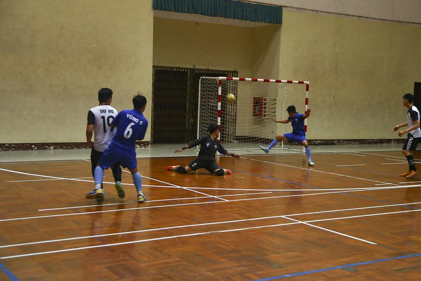 Phải đến phút 31 của trận đấu, sau những nỗ lực không biết mệt mỏi, INF mới có bàn gỡ 3-3 do công của số 19 Nguyễn Mạnh Tuấn, đưa trận đấu về vạch xuất phát.