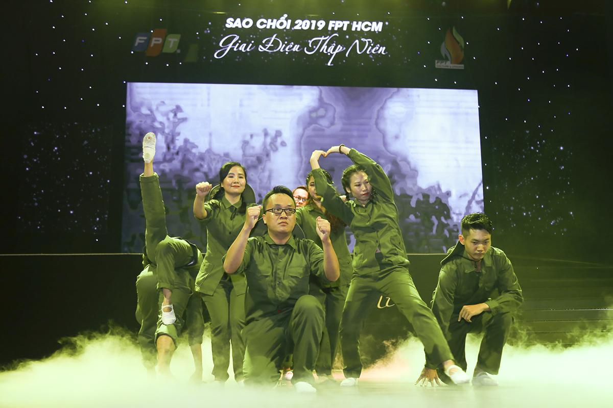 Với chủ đề thập niên 60, FPT Retail chuyển tải câu chuyện về thời kỳ đấu tranh oanh liệt của dân tộc bằng những ca khúc nhạc đỏ, như: Sài Gòn đẹp lắm (1965), Tiểu đội xe không kính (Thơ - 1969), Dậy mà đi (1967).